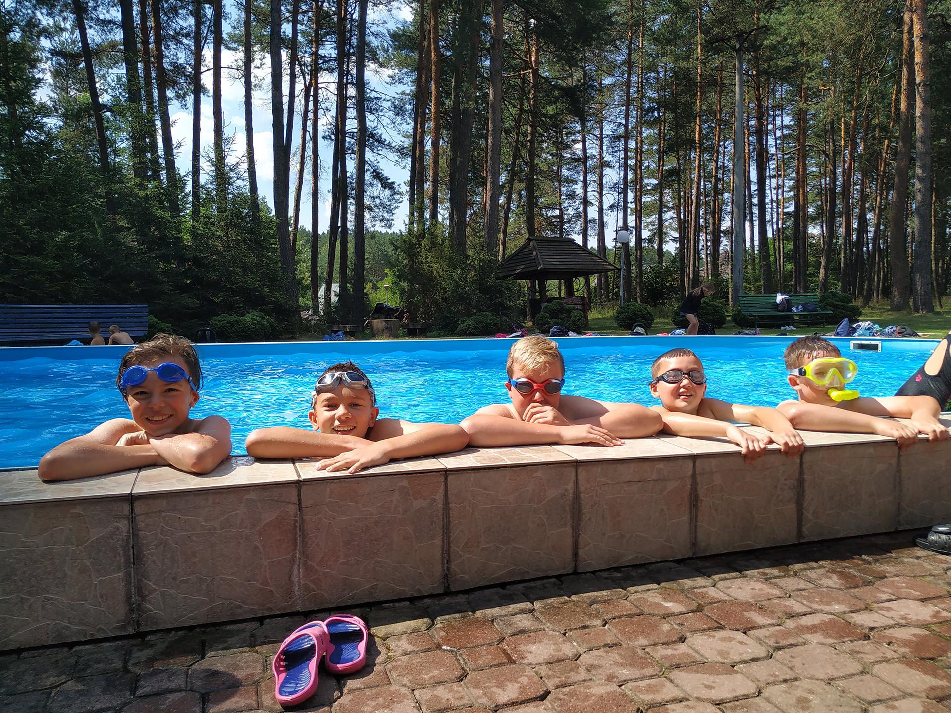 Zajęcia na basenie podczas półkolonii językowej - Zamość, szkoła językowa Bacalarus