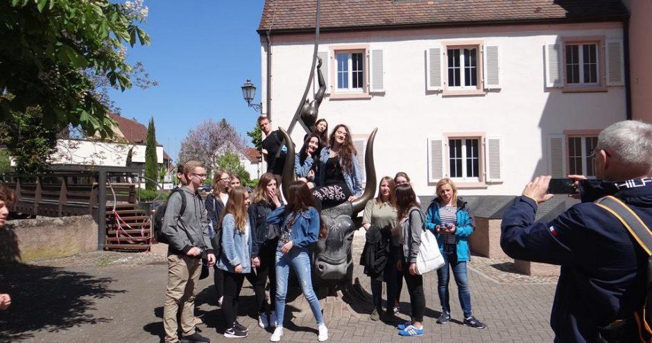 zdjęcie grupowe uczniów z wymiany