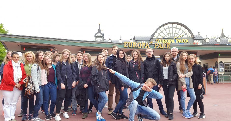 grupa licealistów na wymianie polsko-niemieckiej w Europa Park